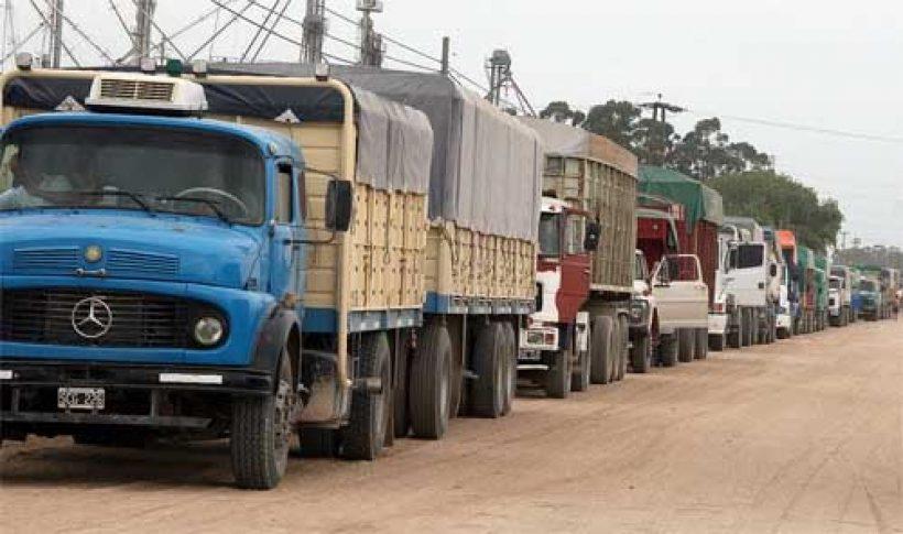 nota-1527443-puerto-quequen-continua-paralizado-falta-ingreso-camiones-866788